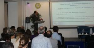 M.DUMONT présente les tableaux de bord stratégiques du CHU de Limoges